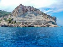 Rocha no mar Mediterrâneo Imagem de Stock