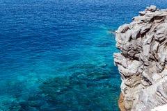 Rocha no oceano Fotografia de Stock Royalty Free