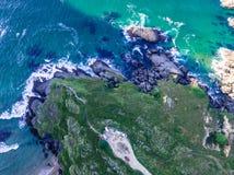 Rocha no Oceano Atlântico Birdview fotografia de stock royalty free