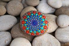 Rocha pintado à mão bonita da mandala Fotos de Stock