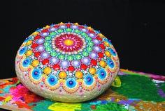 Rocha pintado à mão bonita da mandala Fotografia de Stock
