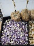 Rocha violeta crua da ametista com ametist de cristal Foto de Stock Royalty Free