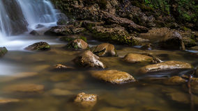 Rochas ao longo do rio Imagem de Stock Royalty Free