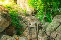 Rochas bonitas com escadas de madeira Imagem de Stock