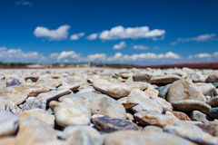 Rochas coloridas em uma praia Fotografia de Stock