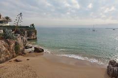 Rochas coloridas na costa Imagem de Stock Royalty Free