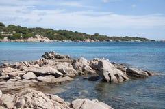 Rochas da baleia da baía do capriccioli do landascape de Sardinia Imagem de Stock Royalty Free