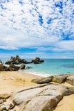 Rochas da costa de Vietname do mar do Sul da China imagens de stock