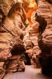 Rochas da garganta vermelha perto da cidade de Eilat, Israel Imagens de Stock Royalty Free