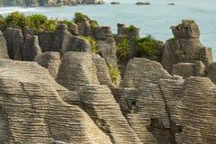 Rochas da panqueca de Punakaiki em Nova Zelândia Fotografia de Stock