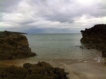 Rochas da praia de Fintra Fotografia de Stock