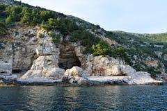 Rochas de Orsula, Dubrovnik, Croácia imagem de stock