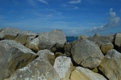 Rochas do molhe do porto de Destin Fotos de Stock Royalty Free