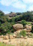 Rochas do monte do complexo sittanavasal do templo da caverna Imagens de Stock