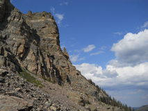 Rochas e céu azul em Rocky Mountain National Park, Colordado Imagens de Stock Royalty Free