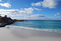 Rochas e mar Fotos de Stock