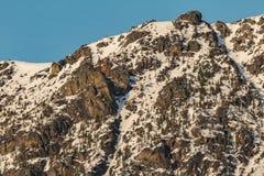 Rochas e neve imagem de stock