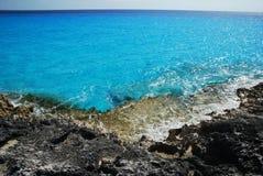 Rochas e o mar Foto de Stock