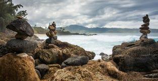 Rochas e ondas empilhadas do gigante Fotos de Stock Royalty Free