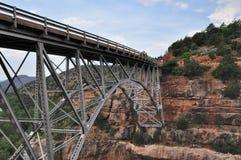 Rochas e ponte vermelhas de Sedona Fotos de Stock