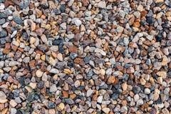 Rochas e seixos coloridos diferentes em uma praia Imagens de Stock Royalty Free