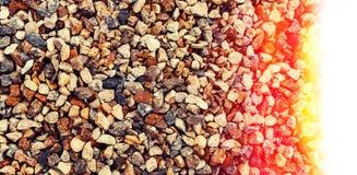 Rochas e seixos coloridos diferentes em uma praia Foto de Stock Royalty Free