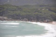 Rochas em uma praia no paraíso Imagem de Stock