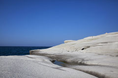 Rochas lisas da linha costeira Fotos de Stock Royalty Free