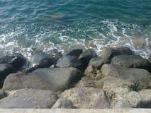 Rochas na água clara Foto de Stock Royalty Free