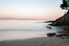 Rochas na areia no Rias Baixas, Galiza Imagem de Stock