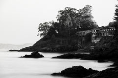 Rochas na areia no Rias Baixas, Galiza Foto de Stock