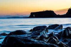 Rochas na frente marítima em Dawlish Warren, Reino Unido Imagens de Stock Royalty Free