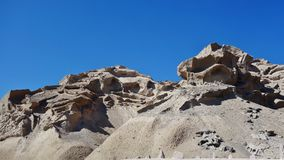 Rochas naturalmente cinzeladas em Santorini, Grécia imagens de stock
