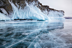 Rochas no lago Baikal do inverno Fotografia de Stock
