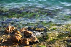 Rochas no litoral fotografia de stock royalty free
