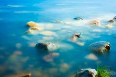 Rochas no litoral Imagem de Stock