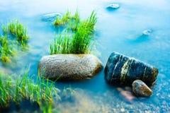 Rochas no litoral, tiro longo do obturador Imagem de Stock Royalty Free
