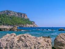Rochas no mar Mediterrâneo Foto de Stock