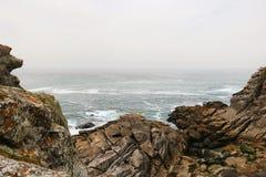 Rochas no oceano imagens de stock