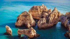 Rochas no oceano em Portugal imagens de stock