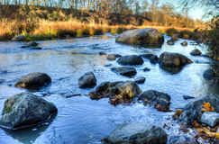 Rochas no rio Imagens de Stock