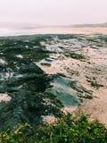 Rochas no Sandy Beach Foto de Stock