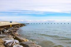 Rochas pela linha costeira Foto de Stock