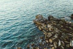 Rochas pelo mar Imagem de Stock Royalty Free