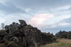 Rochas perto de Oxararfoss, Islândia Imagem de Stock