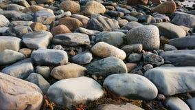 Rochas perto do Oceano Atlântico fotografia de stock