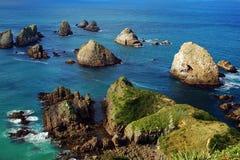 Rochas a pouca distância do mar Fotos de Stock