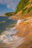 Rochas retratadas do superior de lago Foto de Stock Royalty Free