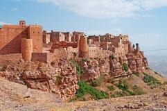 Rochas vermelhas e casas velhas decoradas, as paredes antigas de Kawkaban, Iémen Foto de Stock Royalty Free