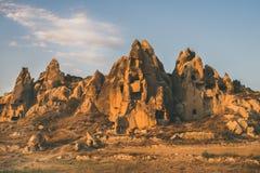 Rochas vulcânicas naturais no por do sol, Cappadocia, Turquia imagem de stock
